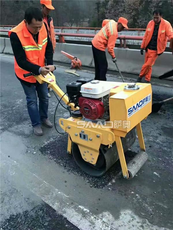 萨奥机械小型压路机助力全国道路建设